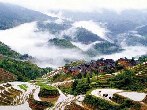 天气预报 > 正文    近日,广西桂林市龙胜县龙脊梯田景区田间开始放水