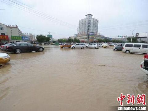 新疆库尔勒市遭洪水袭击