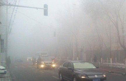 乌鲁木齐机场大雾87架航班延误或备降