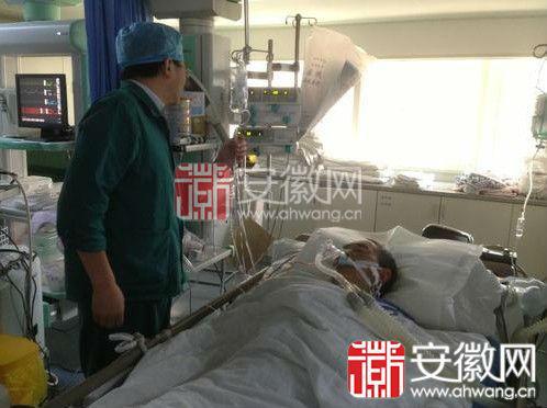 图为安徽首例热射病人抢救过程中。(来源:安徽网)