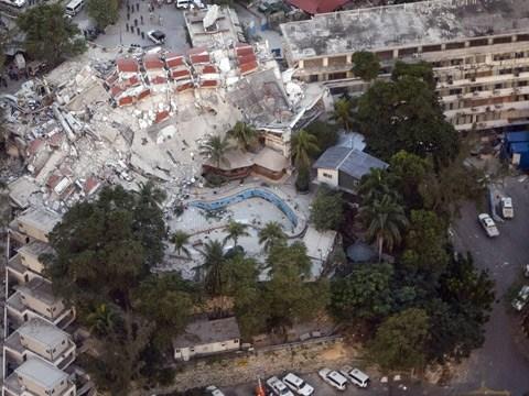 航拍地震后太子港满城一片废墟
