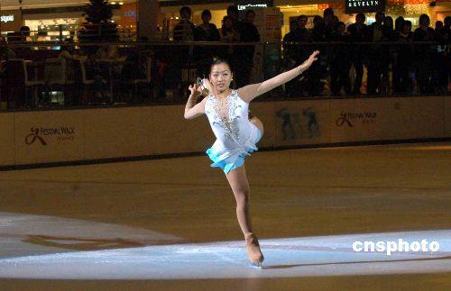 第11届全国冬运会香港特区代表团举行授旗仪式