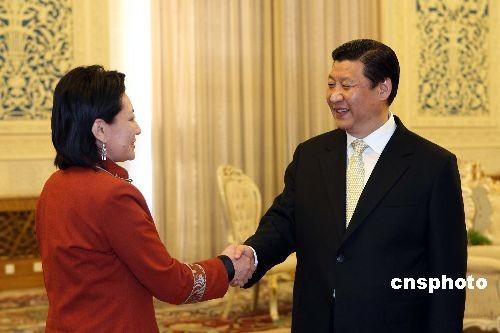 图:习近平会见蒙古外长奥云
