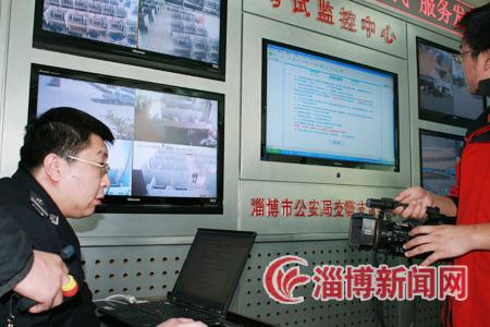 交警支队车所_淄博市交警支队工作人员向与会人员介绍网上预选机动车号牌系统和