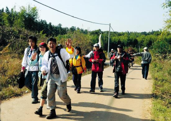 752选手徒步穿越丹霞