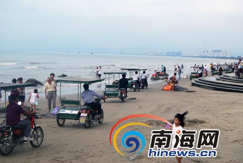 3万辆三轮摩托车三亚湾沙滩抢客 屡禁不止[图
