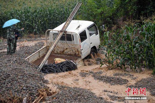 甘肃陇南特大暴雨致10死12失踪1万人被困(图)