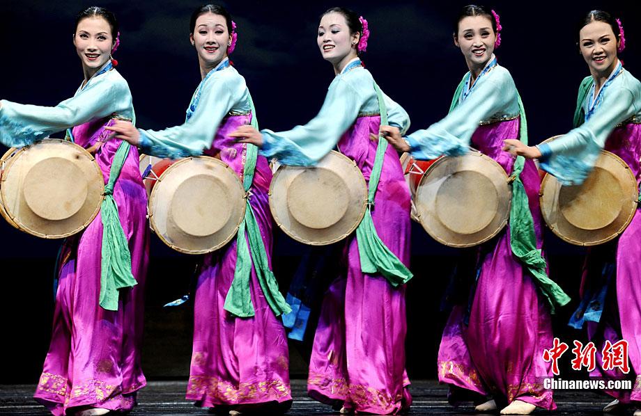 朝鲜平壤艺术团华丽亮相国家大剧院(高清组图)