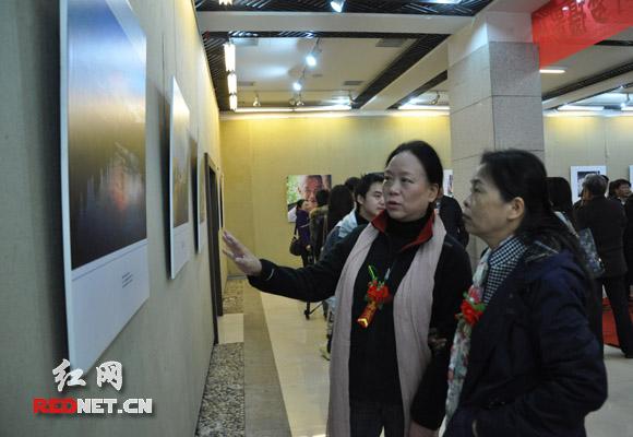 女县长走遍黑茶之乡百幅照片展示安化父老乡亲(图)