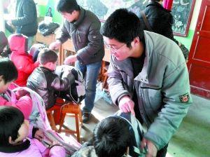 身边老师好人来了三名大学生村小七里河区红江阴v老师小学华士图片