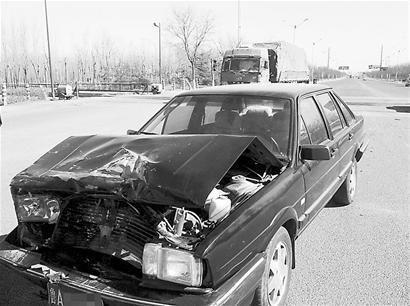 世纪大道昨天再出车祸