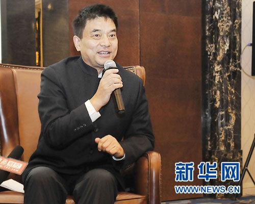 2日,全国政协委员、新希望集团董事长刘永好接受新华网记者采访。新华网记者 姜春媛 摄