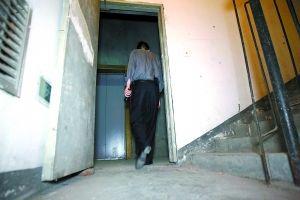 封锁安全通道,物管和租用方受处罚