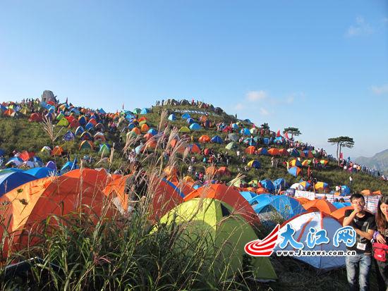 12000余人云集武功山欢度帐篷节体验童话般的生活