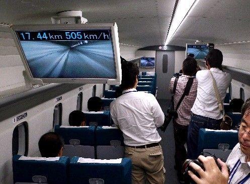 日本记者体验时速500公里磁悬浮列车