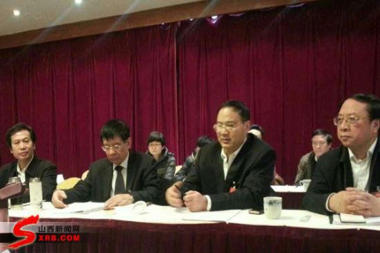 副省长刘杰、政协副主席张友君参加社科、新闻界别委员讨论