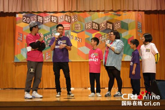 学生艺人学习普通话
