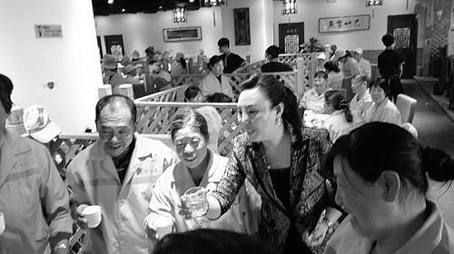 晋中一家火锅店宴请200余名环卫工图片