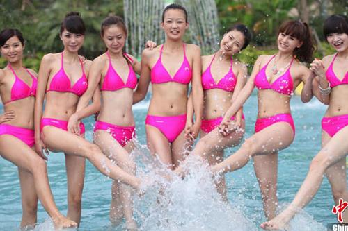 重庆24位美女穿比基尼水上斗艳组图