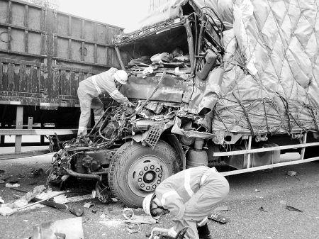 西安:沪陕高速5车连撞致1死1伤