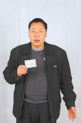 男子被他人冒用身份证号购买10辆摩托车