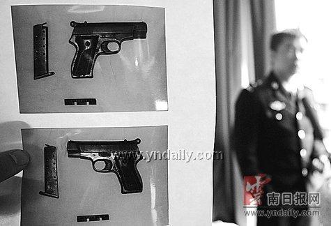 三男两女抢人后带枪逃跑_新闻中心_新浪网