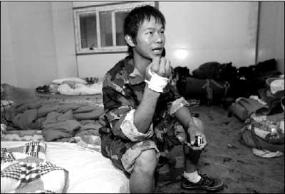 志愿者尹春龙搜寻失事直升机时与部队失散
