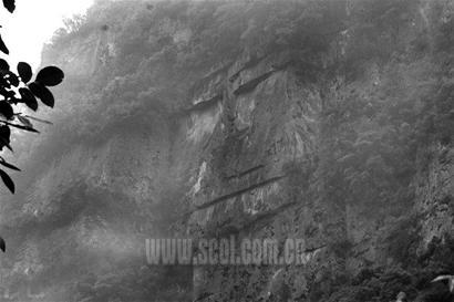 青川绝壁地震后出现巨人头像(图)