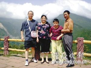 夫妇捡脑瘫患儿送人未果倾心抚养12年
