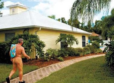 美国裸体小区居民可不穿衣服随处活动(组图)