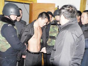 6名男子持枪洗劫20余位砖厂农民工19万元(图)