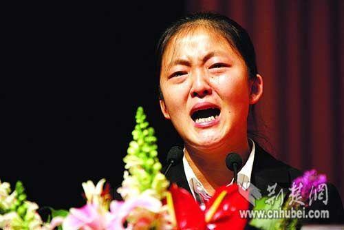 长江大学学生还原结梯救人一刻:遇求助仍会担当