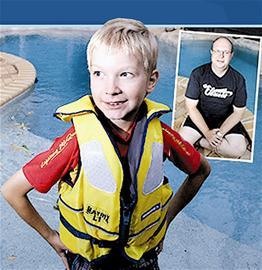 8岁男孩游泳池中救起体重达260斤溺水父亲(图)