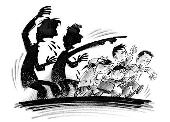 漫画教唆老大翻窗盗窃喝酒(附子女)入室漫画图片图片