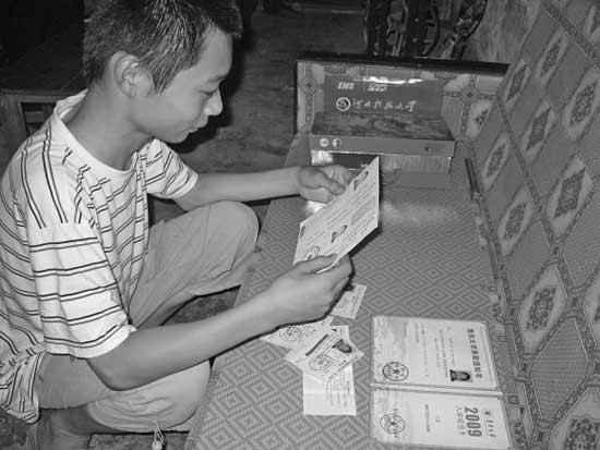 13岁有高靠文化父亲男孩在家v有高考上高中哪些大学中私立广州图片