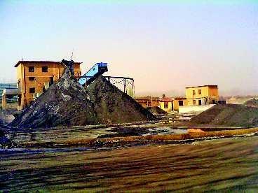 在南步亭村东北方向,原来的炼铁厂变成了现在的洗煤厂。 刘铭 摄