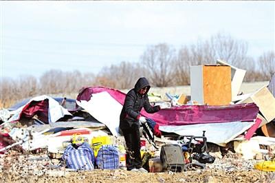 公益校舍遭不明身份者强拆大量财物被埋