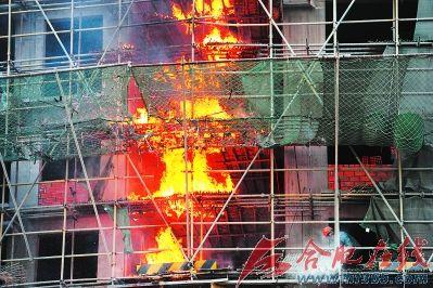 一栋22层的在建大楼突发大火。马启兵/图