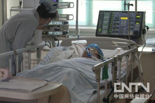 黑龙江省佳木斯市十九中学教师张丽莉仍未脱离生命危险。