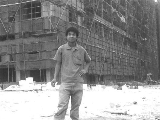 2011年,吴超明在珠海市斗门区一工地当建筑工人,打工虽然辛苦,但他却产生了留在城市的念想。图片由受访者提供