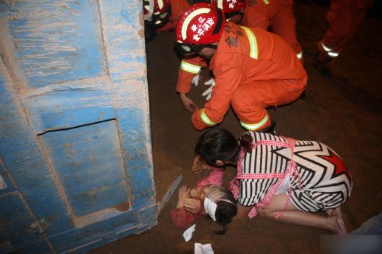车祸现场男子热心救人 救出的竟是自己女儿