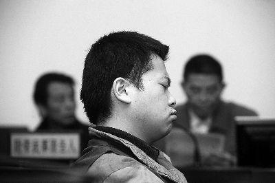 葛宜峰在法庭上说话声音很大,对杀妻并无悔意摄/法制晚报记者 付丁
