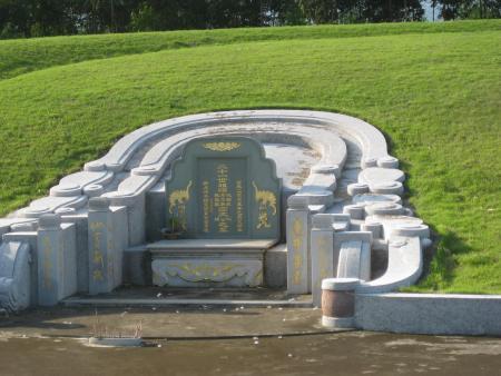 工商局长被指花百万占地5千平米建豪华坟墓(图)图片
