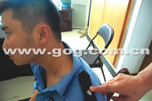 数十人砸毁医院办公室打伤5名民警(组图)