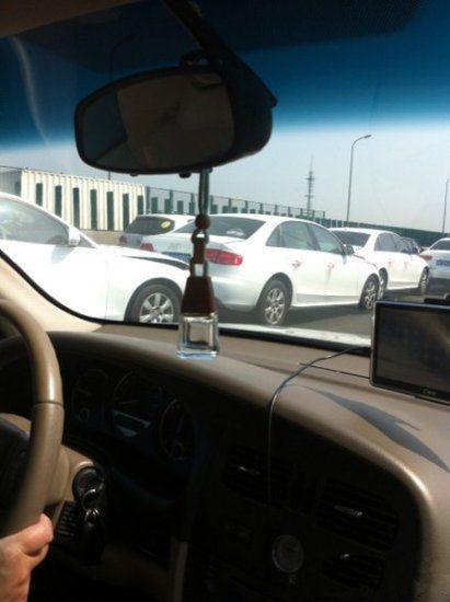 网友拍摄的现场车祸画面(图片来源于网络)