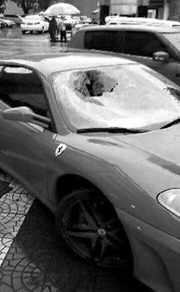 男子驾驶无牌豪车肇事送伤者就医后逃逸(图)