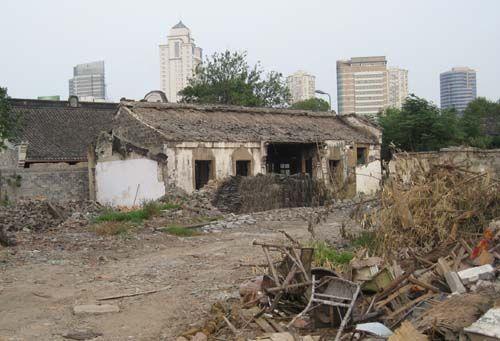 月湖西区被拆毁的房屋 。