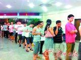 温州市民排队献血