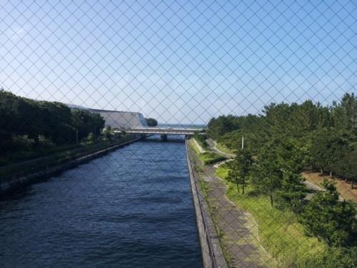 幕张展览中心离海边很近,可以看到河流入海