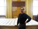 罗钟在人民大会堂书画室创作